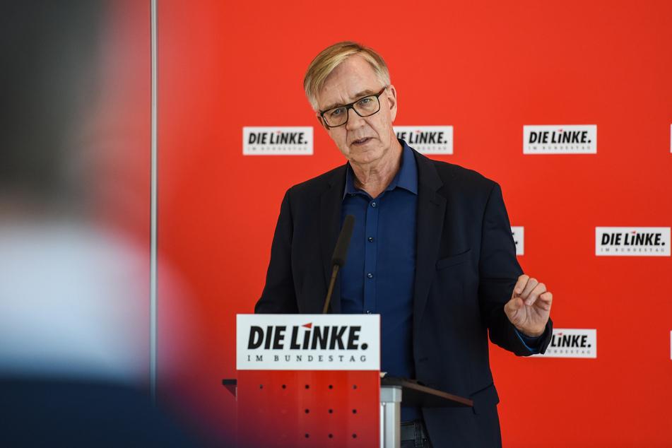 Dietmar Bartsch (63) kritisiert, dass viele im hohen Alter aus Geldgründen arbeiten gehen müssen. (Archivbild)