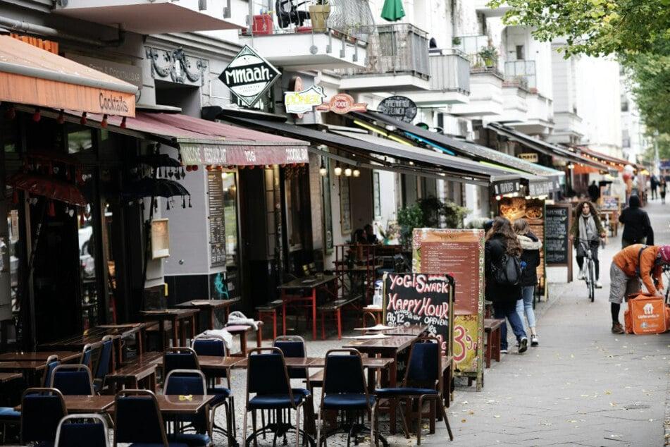 Leere Lokale in der Berliner Ausgehmeile der Simon-Dach-Straße.