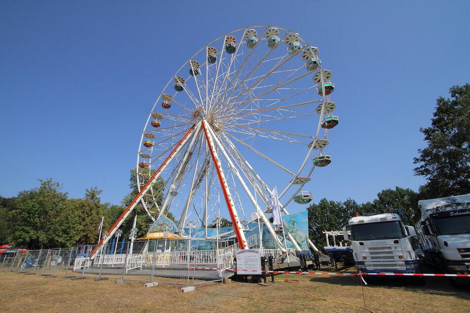 Dieses 35 Meter hohe Riesenrad dreht sich ab Freitag am Lugturm.