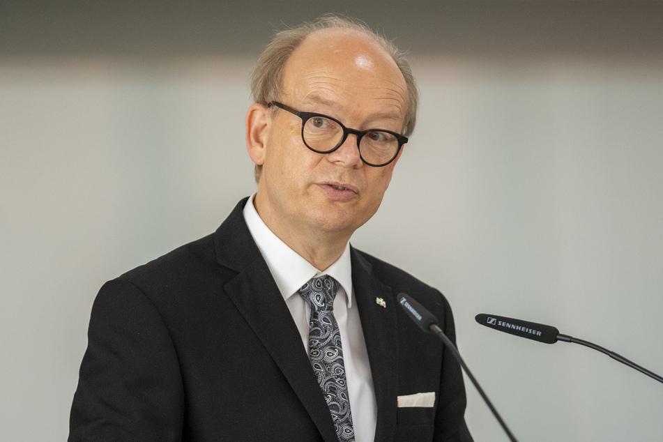 NRW-Landtagspräsident André Kuper hat alle Bürger zur Rücksichtnahme in der Corona-Krise aufgerufen - gerade auch an den bevorstehenden Feiertagen.