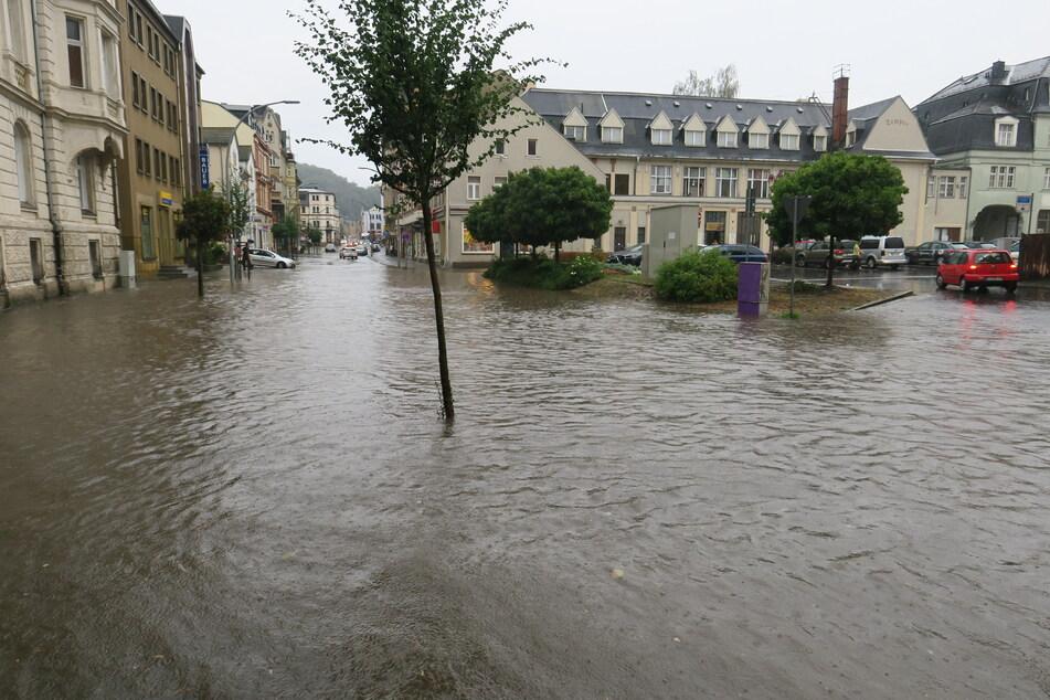 Auf der Bahnhofstraße in Aue kam es ebenfalls zu Überschwemmungen.