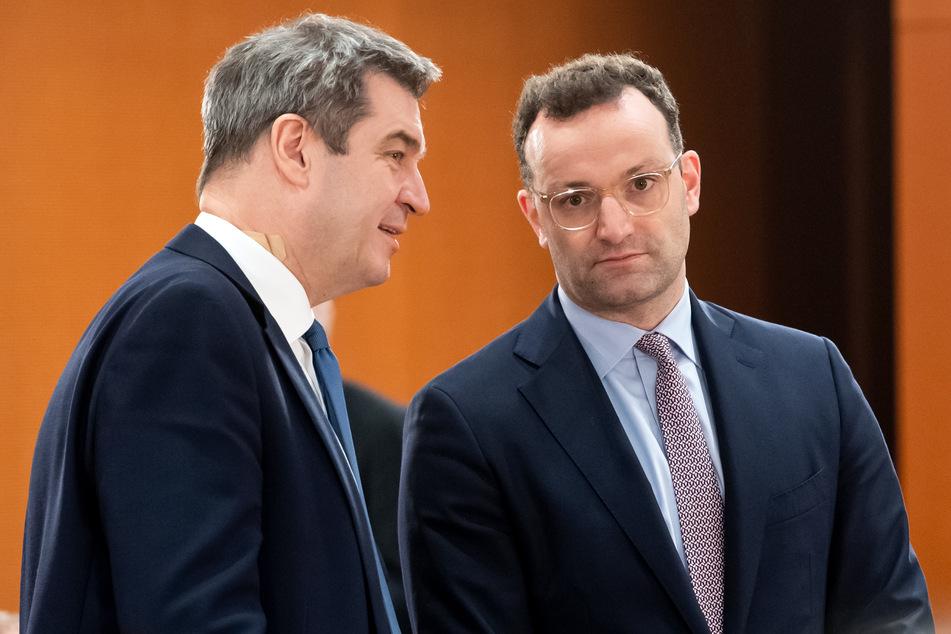 Markus Söder (CSU, 53), Ministerpräsident von Bayern, und Jens Spahn (CDU, 39), Bundesgesundheitsminister, unterhalten sich bei einem Treffen.