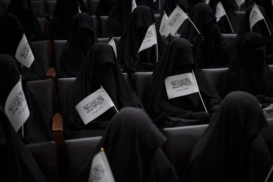 Afghanistan: Taliban setzen Geschlechter-Trennung an Universitäten durch