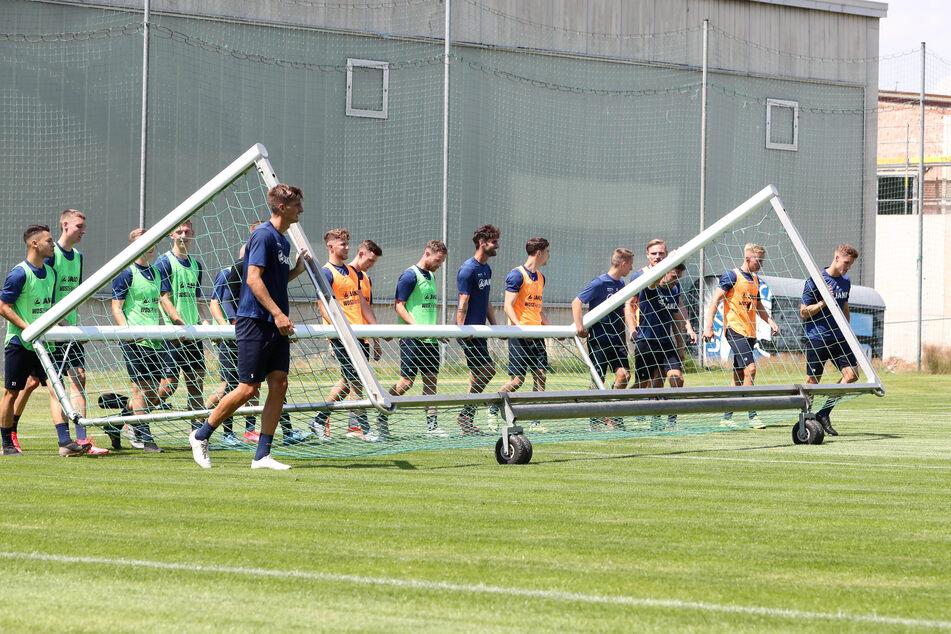 Immerhin dürfen die CFC-Kicker am Mittwoch wieder die Tore rausholen. Während der Spielbetrieb ruht, darf zumindest trainiert werden.