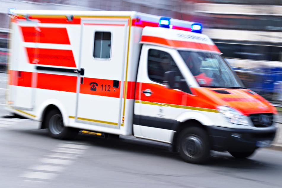 Mann mit Gehhilfe (†87) auf Zebrastreifen angefahren: Senior stirbt in Krankenhaus