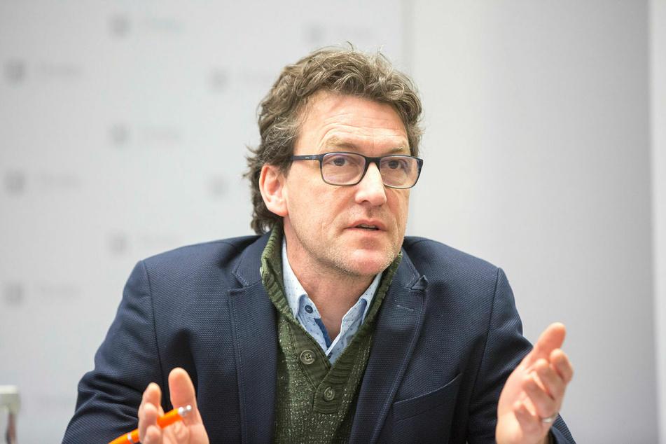 Dresdens Stadtsprecher Kai Schulz hält die Diskussion um Quarantänemaßnahmen für Dynamo Dresden nach zwei positiven Corona-Fällen für unangemessen.