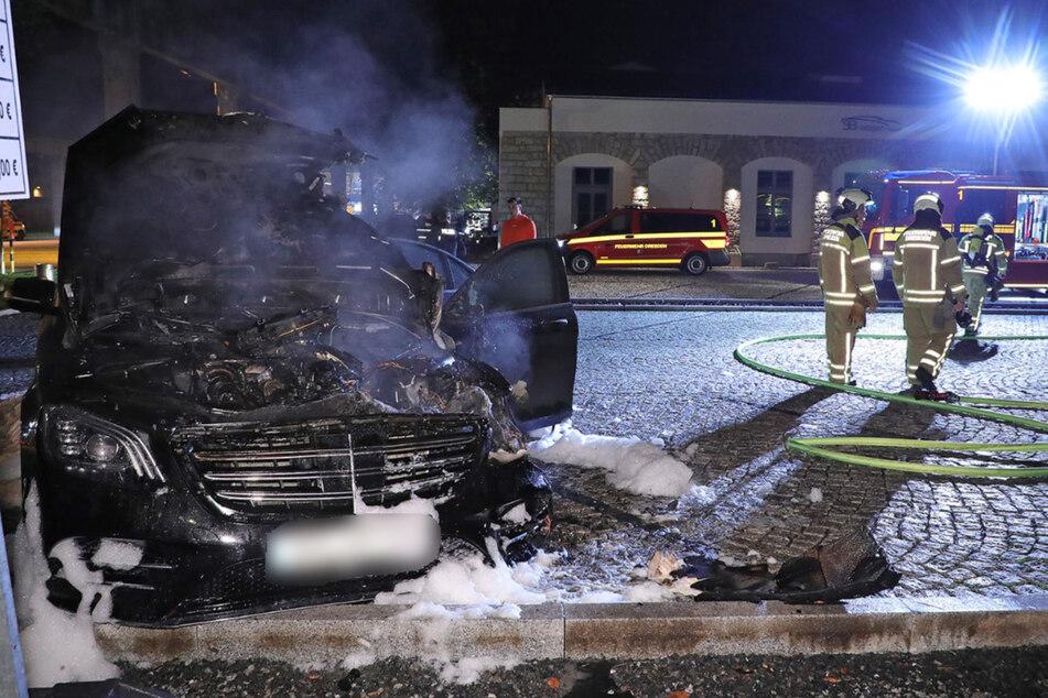 Der Mercedes brannte aus. Es entstand Totalschaden.