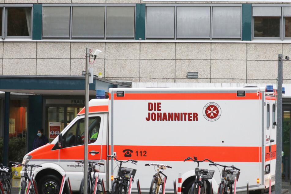 Die Verunglückten mussten ins Krankenhaus gebracht werden. (Symbolbild)