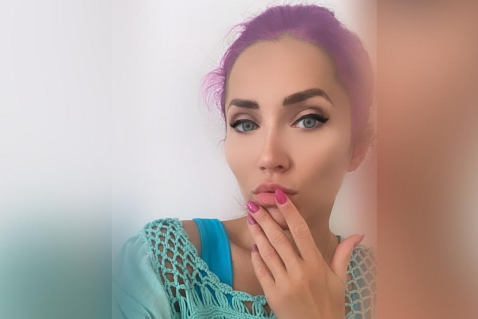 """""""Hot or Not"""" fragte Playmate Anastasiya Avilova (32) ihre Follower, als sie sich in ihrer Instagram-Story am Samstag mit lila Haaren präsentierte."""