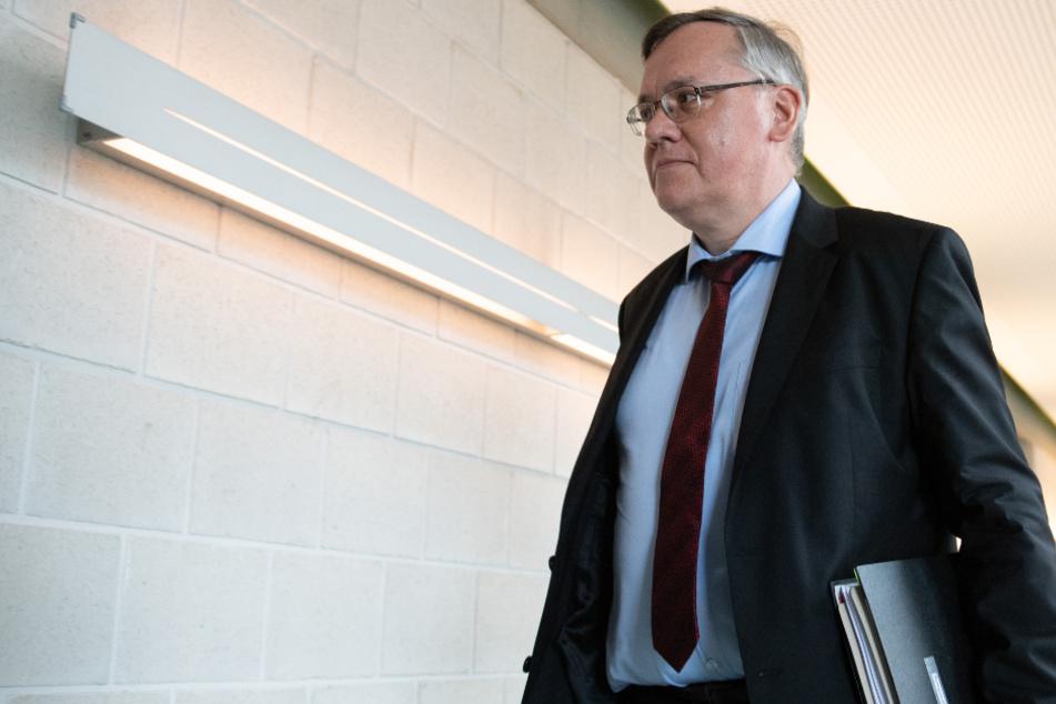 Neuer Verfassungsschutz-Chef will früh vor Extremismus warnen