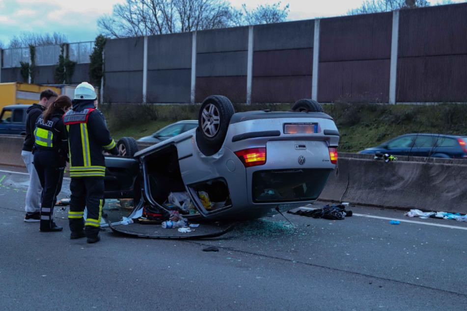 Unfall A3: Köln: Golf überschlägt sich mehrfach, Fahrer lebensgefährlich verletzt