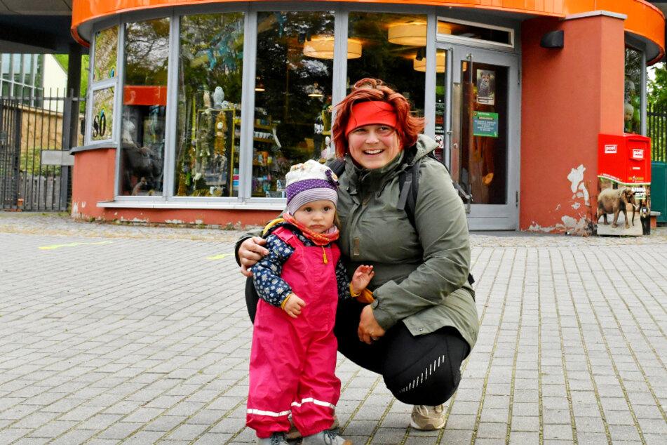 Kathleen (31) und Franka (1) freuten sich am Montag, endlich wieder in den Zoo gehen zu dürfen.