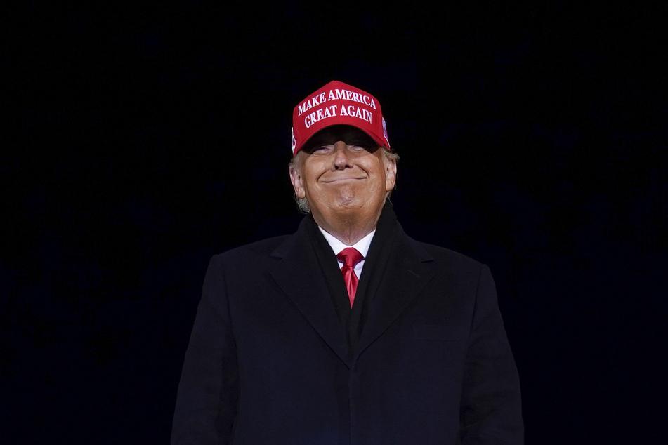 Das Lächeln ist US-Präsident Donald Trump (74) inzwischen vergangen.