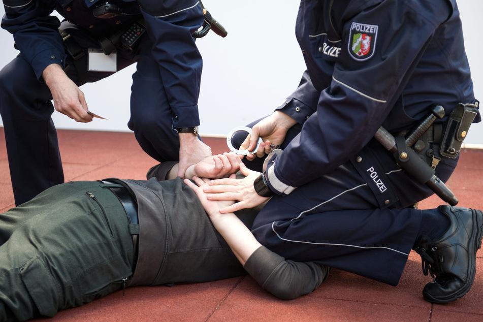 Umstrittene Knie-Festnahme von Düsseldorf: Weitere Videos sollen Beamte entlasten