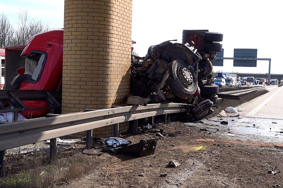 Auf der A14 bei Magdeburg ist es am Montag zu einem schweren Unfall gekommen.