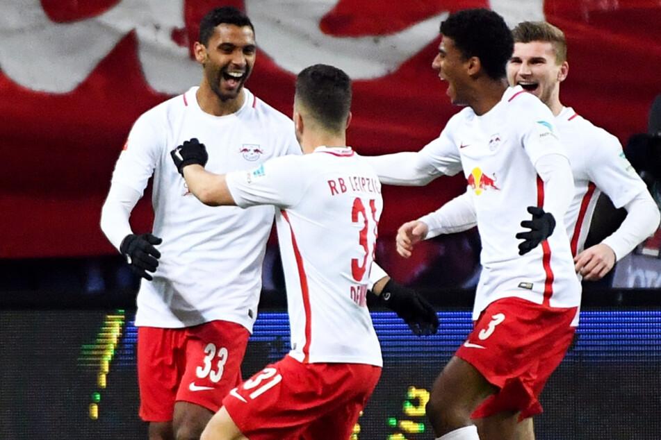 Marvin Compper bejubelt am 21.01.2017 sein Tor zum 1:0 für RB Leipzig gegen Eintracht Frankfurt.