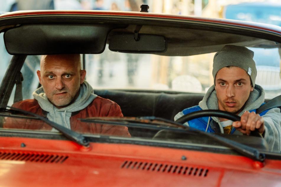 Vandam (l., Hynek Cermak) arbeitet als Bauarbeiter mit Psycho (Jan Cina) zusammen, mit dem er auch sonst viel Zeit verbringt.