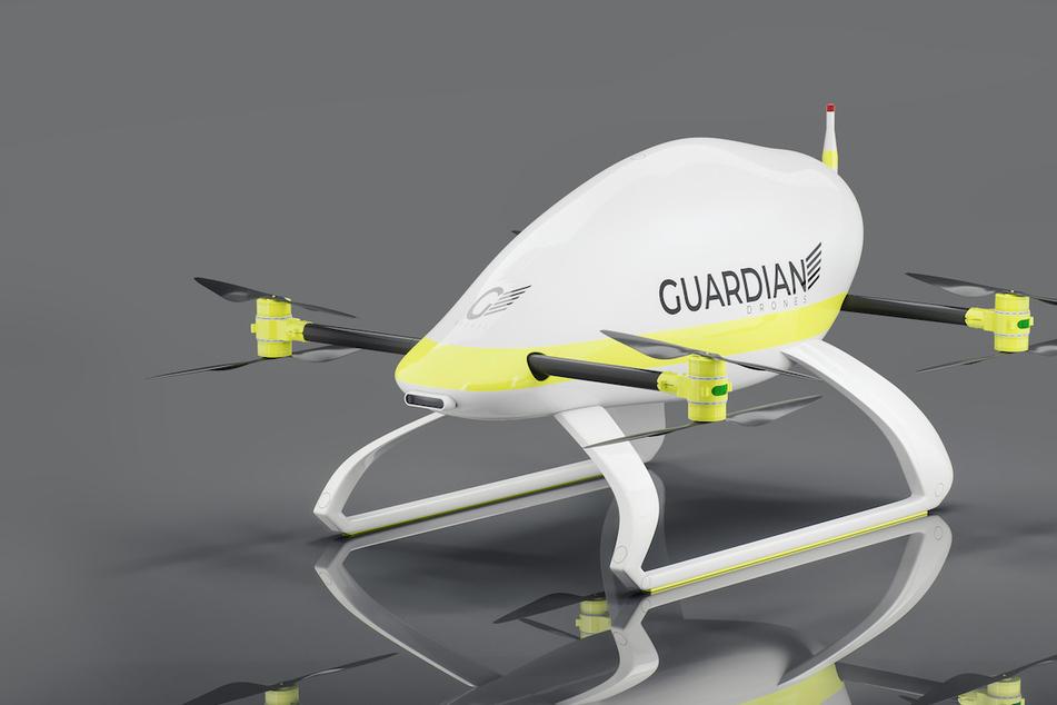 Die Outdoor-Drohne soll in wenigen Sekunden bei einer in Not geratenen Person einen Rettungsring herablassen können.