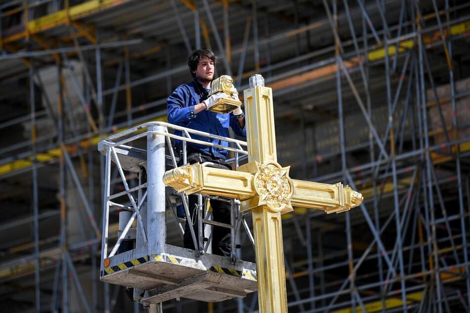 Peter Durku, Metallgestalter, arbeitet am Kreuz auf der Laterne für die Kuppel des Berliner Stadtschloss der Stiftung Humboldt Forum.
