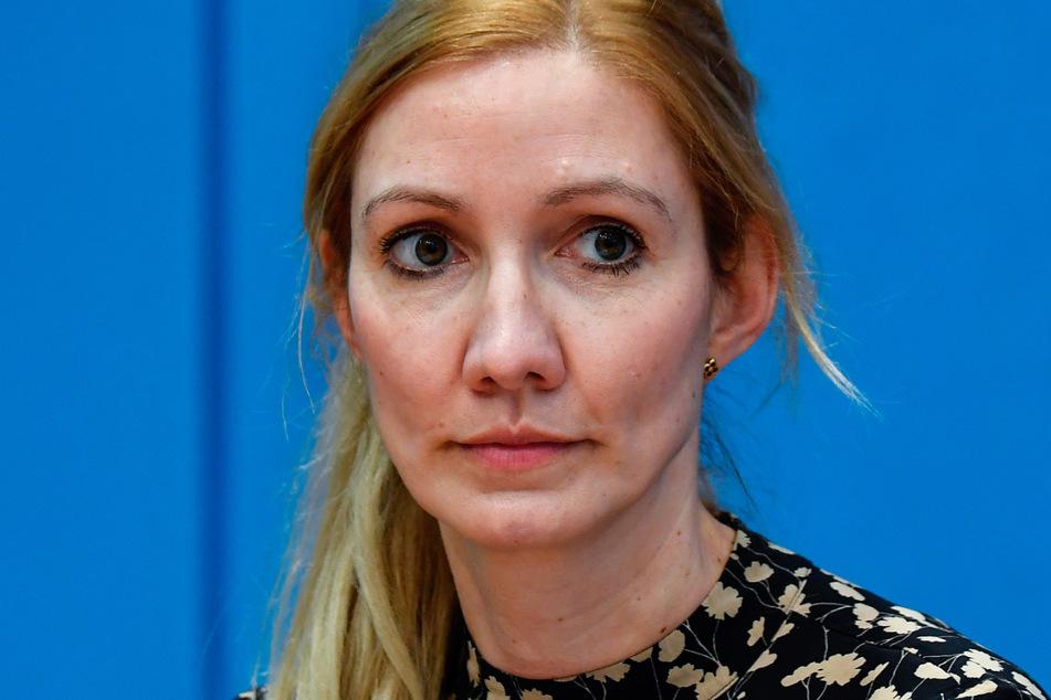 Die Medizinerin und Virologin Sandra Ciesek warnt davor, dass Mitarbeiter zweier Berufsgruppen ein besonders hohes Corona-Risiko hätten.