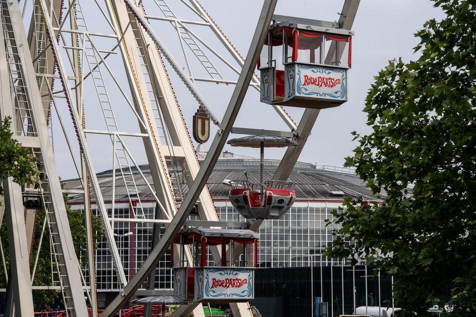 In Dortmund und Düsseldorf entstehen derzeit jeweils große temporäre Freizeitparks auf dem Messegelände.