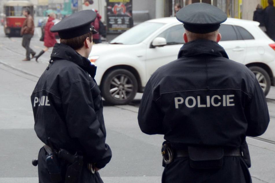 Tschechische Polizisten stellten eine Diebesbande in Prag. (Symbolbild)