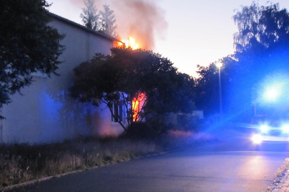 In dem Lager- und Werkstattgebäude einer Fahrzeugaufbereitung hat es in der Nacht auf Freitag gebrannt.