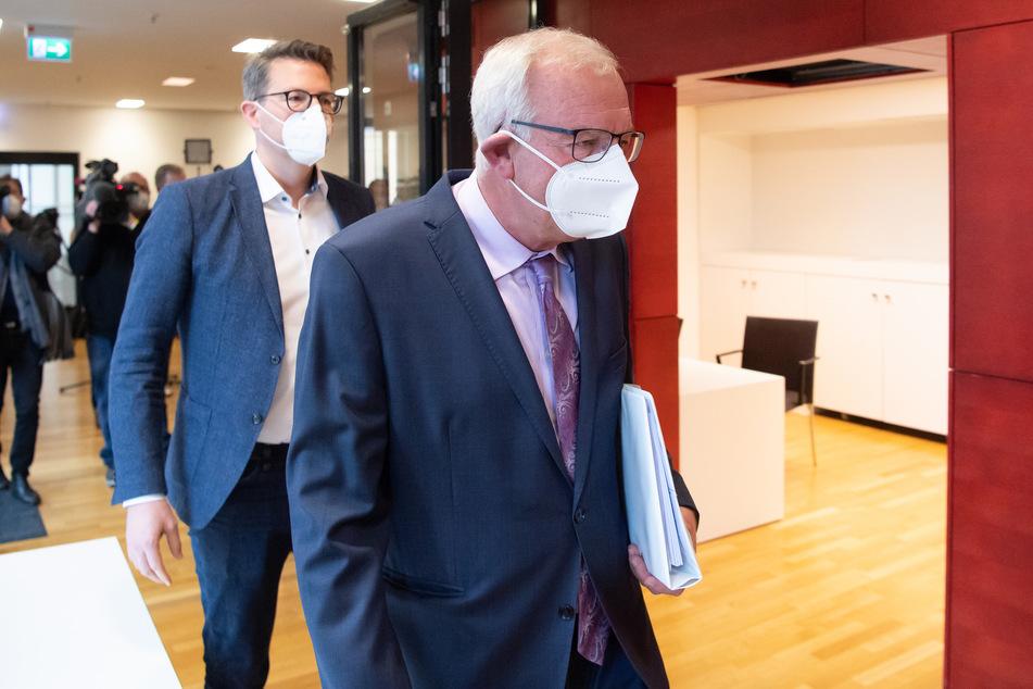 Im Fokus steht dabei der ehemalige bayerische Justizminister Alfred Sauter (70, r.). Er hat die Vorwürfe zurückgewiesen.