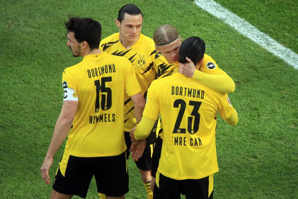 Mats Hummels (32, l.) ist mit dabei. Emre Can (27, r.) und Nico Schulz (28, M) bleiben hingegen in Dortmund.