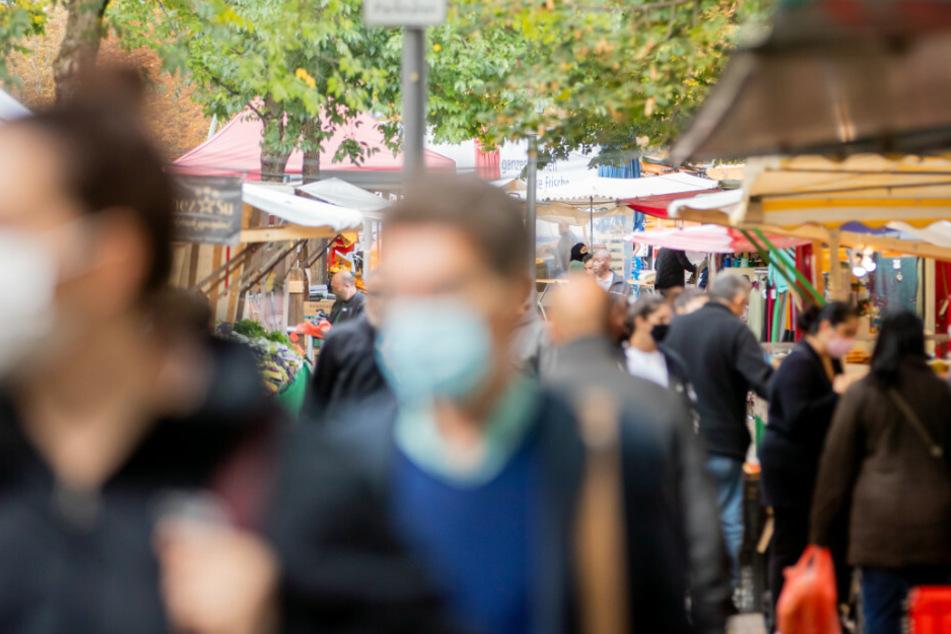 Berliner Senat einigt sich: Bürger sollen auch in der Öffentlichkeit eine Maske tragen