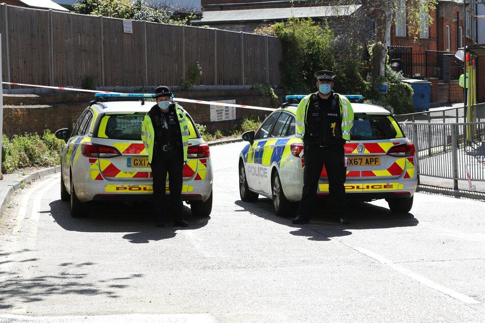 26-Jähriger steigt nach Streit ins Auto und rast auf zwei Männer zu: Einer stirbt!