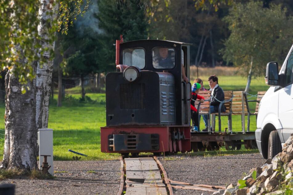 Eine insgesamt 600 Meter lange Schmalspurbahnstrecke wurde auf dem Grundstück in Kühnhaide verlegt.