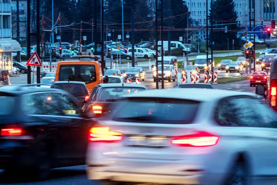 Reger Verkehr auf der Bahnhofstraße: 2020 rollten trotz weniger Einwohnern mehr Autos durch Chemnitz.