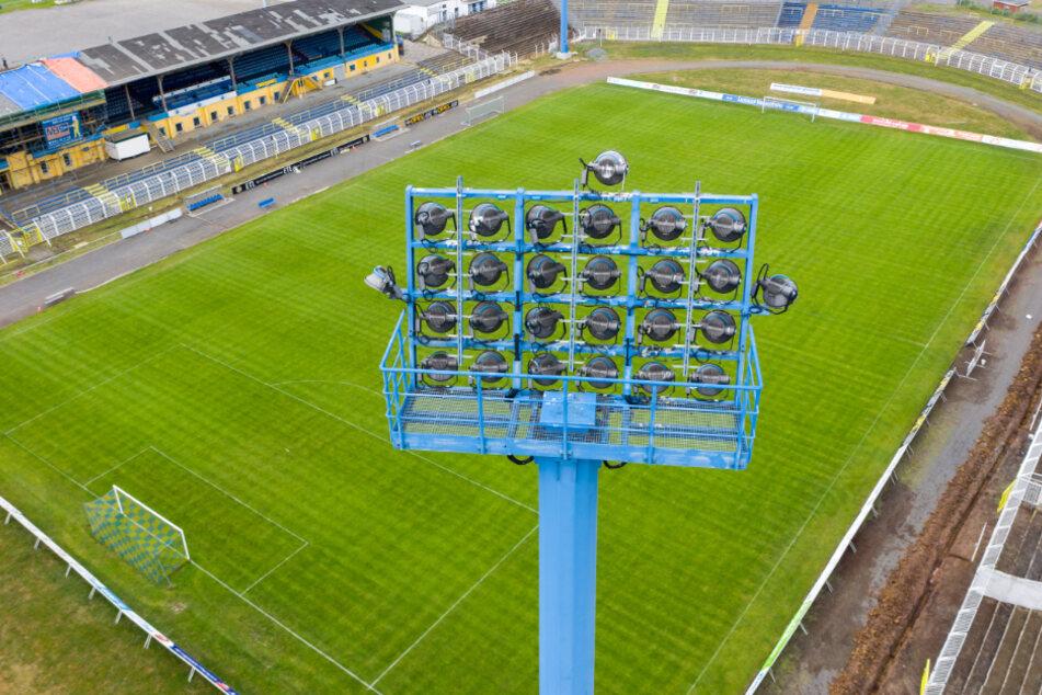 Nicht nur in Leipzig hofft man darauf, dass der Rasen in den Fußballstadien wieder bespielt werden darf. (Archivbild)