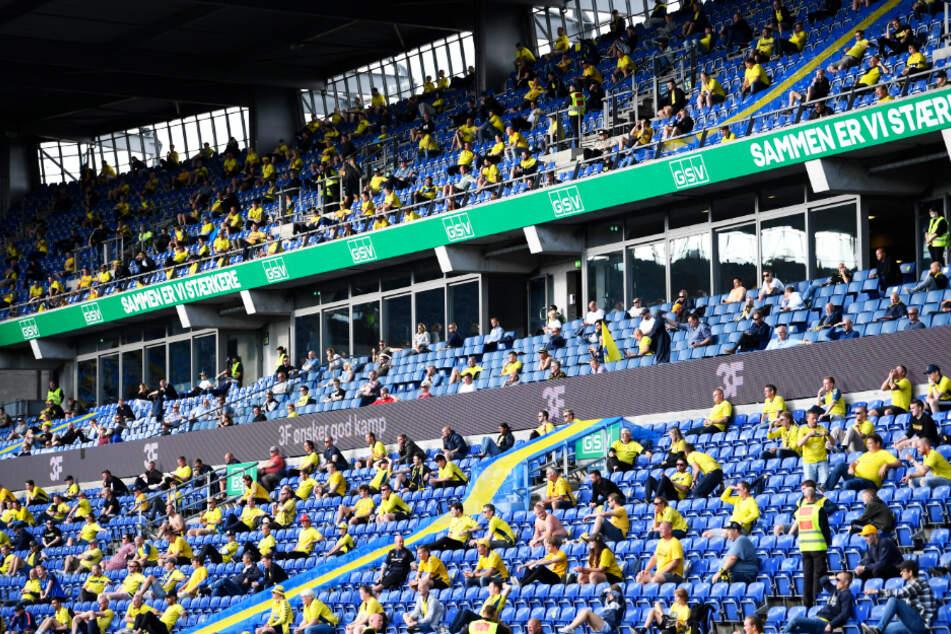 Insgesamt 3000 Anhänger durften ins Bröndby-Stadion.