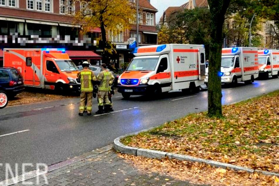 84-Jährige kracht mit Auto in Café: Mindestens fünf Verletzte!