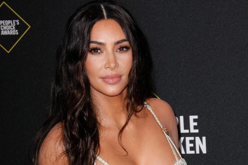 Kim Kardashian (40) fällt gern mit ihren außergewöhnlichen Looks auf.