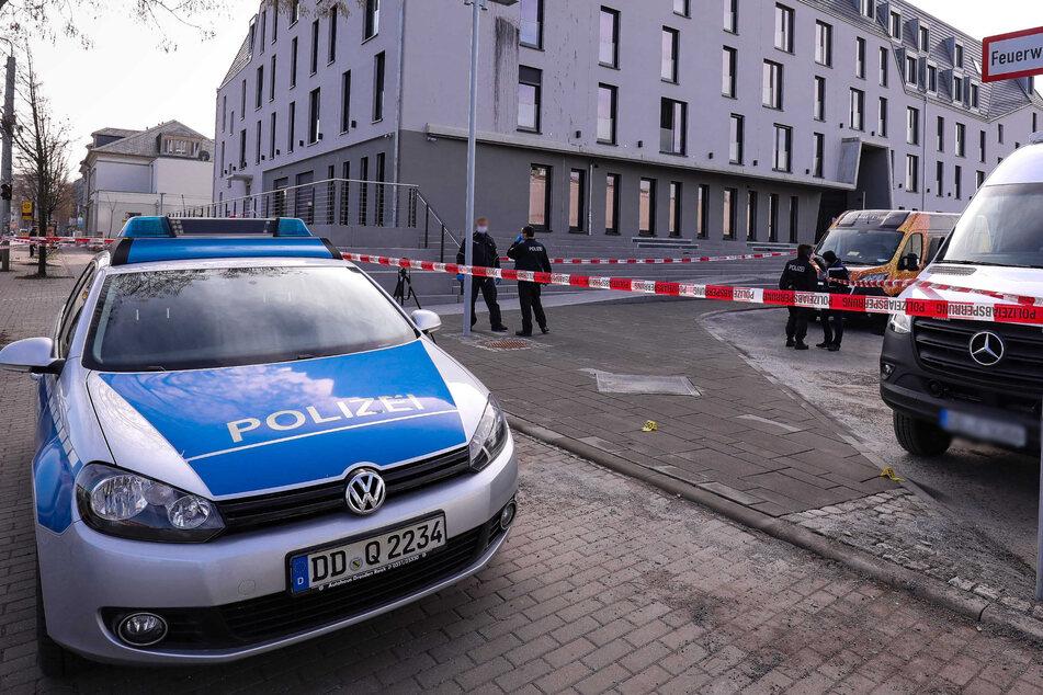 Die Polizei sperrte zunächst alles rund ums ARCOTEL HafenCity ab.