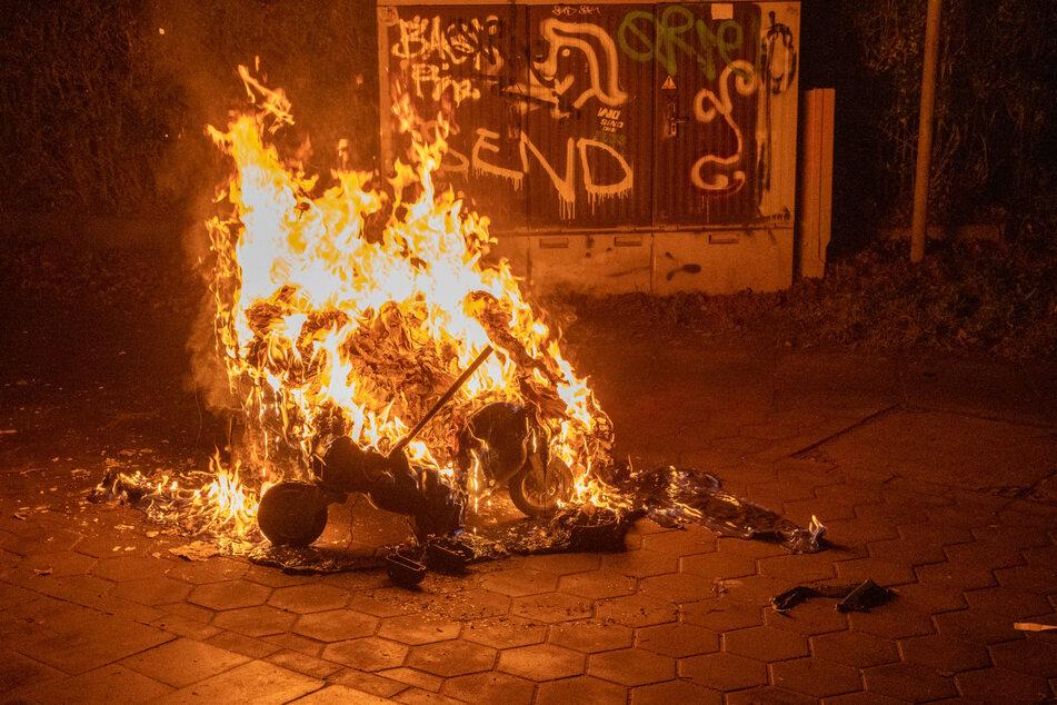 Der brennende Müllcontainer.