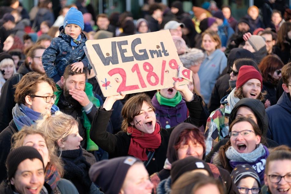 Feminismus: Am internationalen Frauentag wird weltweit für die Rechte der Frau demonstriert (Foto: Sebastian Willnow/dpa-Zentralbild/dpa).