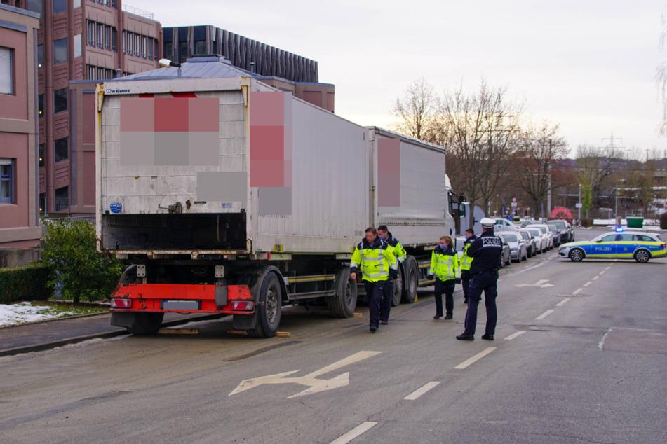 Polizeibeamte an der Unfallstelle.