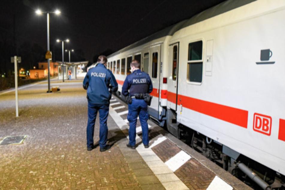Mysteriöse Knallgeräusche: Fernverkehrs-Züge während der Fahrt beschädigt
