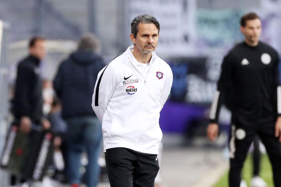 Aue-Coach Dirk Schuster (53) war sichtlich enttäuscht.