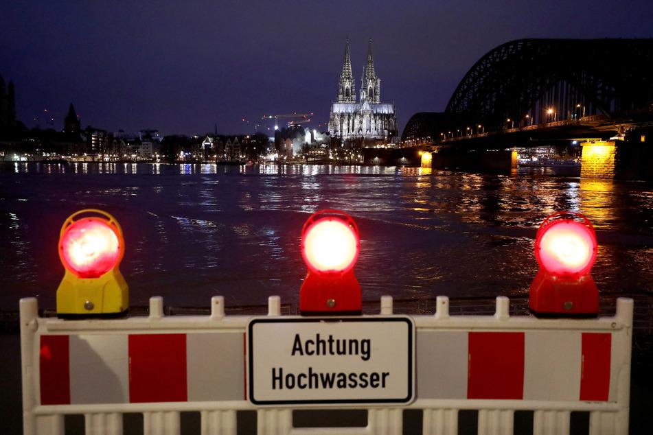 """Hochwasser macht weiter Sorge: Lage in Köln aber """"noch relativ entspannt"""""""
