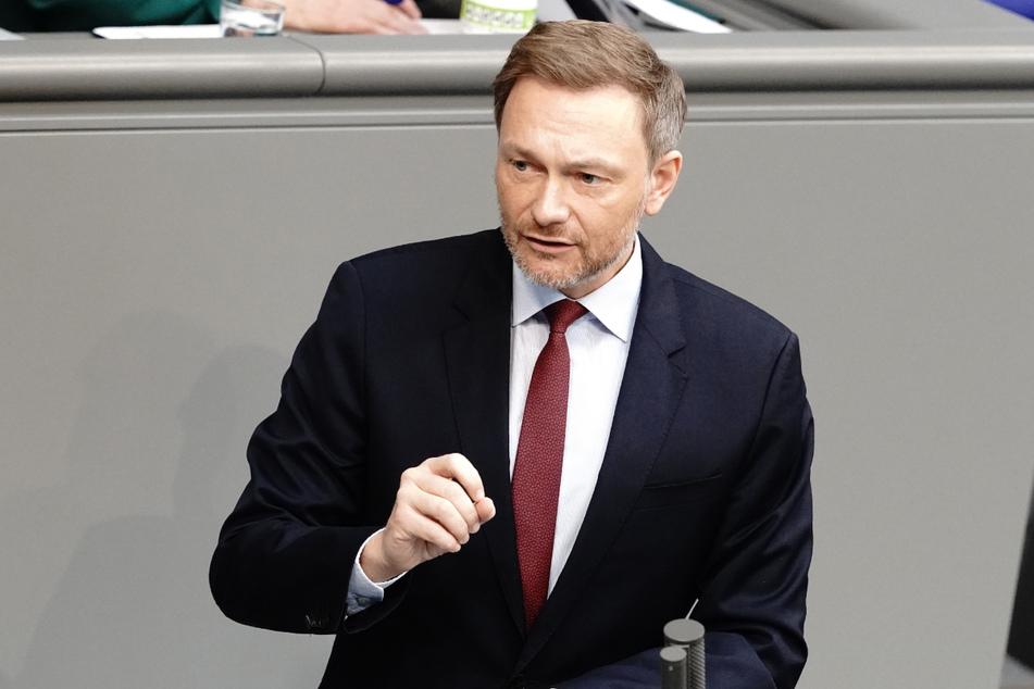Christian Lindner, Fraktionsvorsitzender und Parteivorsitzender der FDP, spricht bei einer Sitzung des Bundestags.