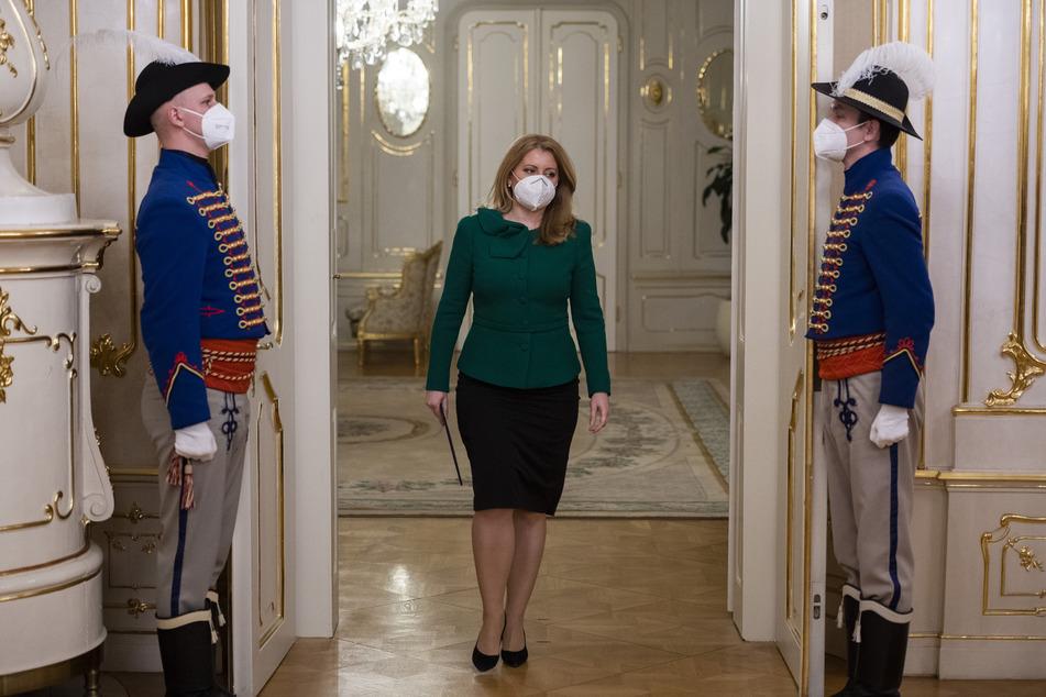 Zuzana Caputova, Präsidentin der Slowakei, geht im Präsidentenpalast.