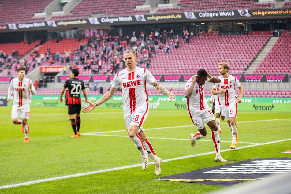 Kölns Torschütze Ondrej Duda (vorne) und Kölns Kingsley Ehizibue (2.v.r) jubeln nach dem 1:1.