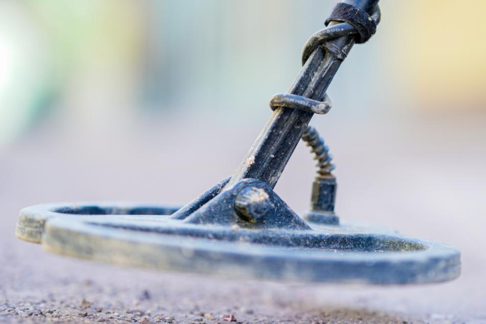 Ein Sondengänger hatte die Granate entdeckt. (Symbolbild)