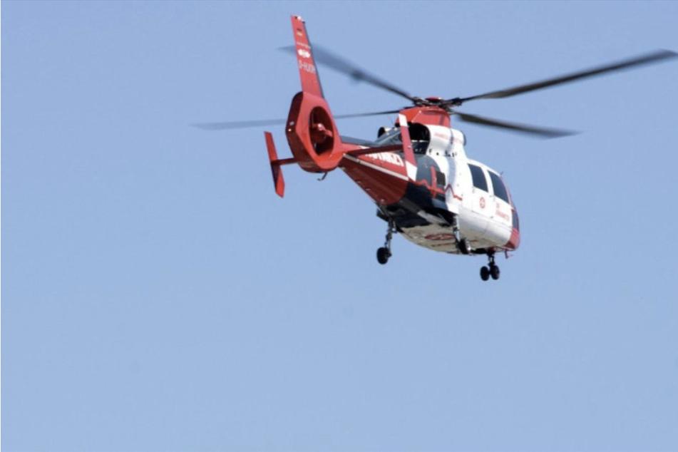 Ein Rettungshubschrauber und mehrere Krankenwagen waren am Donnerstag bei Biederitz im Einsatz. (Symbolbild)