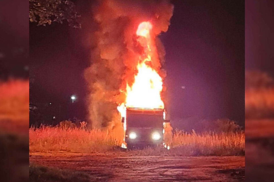 Am späten Montagabend ist in Kyritz ein Wohnwagen in Flammen aufgegangen.